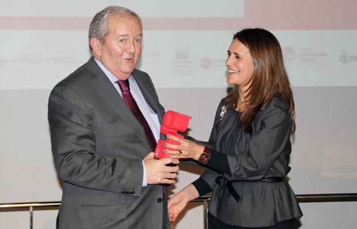 Imagen recibiendo el premio global de accesibilidad 2010 para FTS