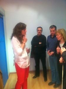 Montse Carrillo explicando cerraduras automáticas en el demostrador del CEAPAT en CATS_MAD 3