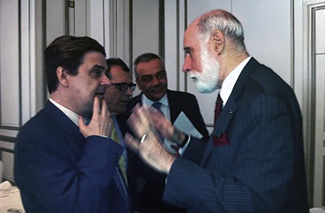 Imagen de Enrique Varela conversando con Vinton G. Cerf