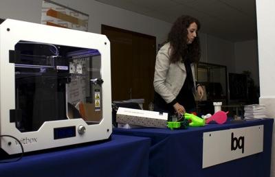 Impresora 3D Witbox y muestras de sus objetos