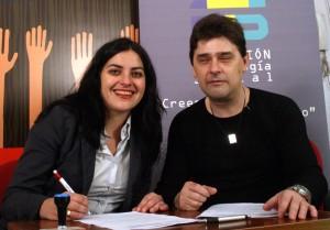 Foto de archivo 2009: Yolanda Rueda y Enrique Varela firman convenio Cibervoluntarios F_T_S