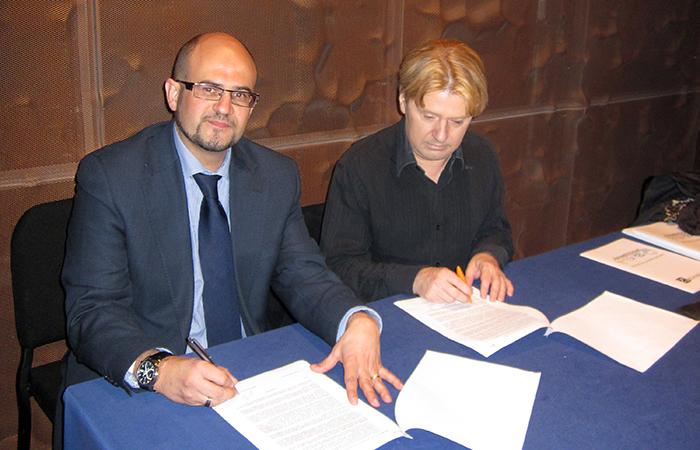 Firma del convenio de la FTS con el CSD