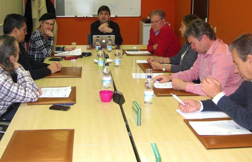 Mesa con miembros del patronato de funteso